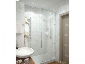 лаконичный душевой уголок с белым поддоном и стеклянными прозрачными дверцами. умывальник круглый, плитка белая под мрамор