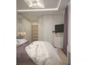 угловой белый шкаф в спальне. телевизор в углу комнаты на кронштейне, угловой комод белого цвета под телевизором