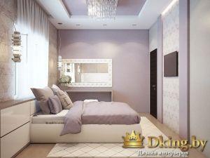 спальня: стены нежно-сиреневого цвета, кровать стоит изголовьем к окну. потолок сиреневого и белого цветов