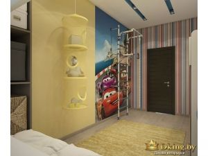 бледно-желтые стены, полосатые и стены с фотообоями. пол под дерево, потолок белый