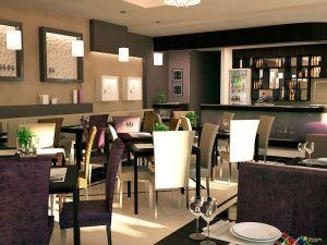 Столы для гостей в ресторане