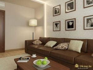 Картины над кожаным диваном