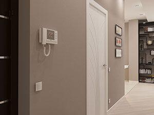 белая входная дверь в дизайне маленькой квартиры