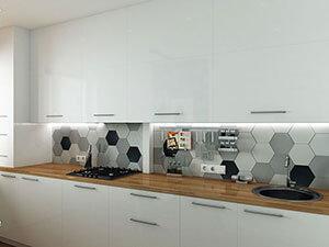 белая кухня и деревянная столешница в интерьере маленькой кухни