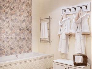 классический интерьер ванной комнаты в 4-комнатной квартире